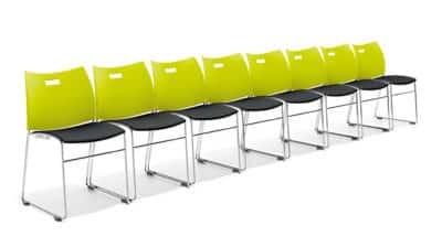 Carver stoelen uitvoering met gestoffeerde zitting, hier gekoppeld in rij.