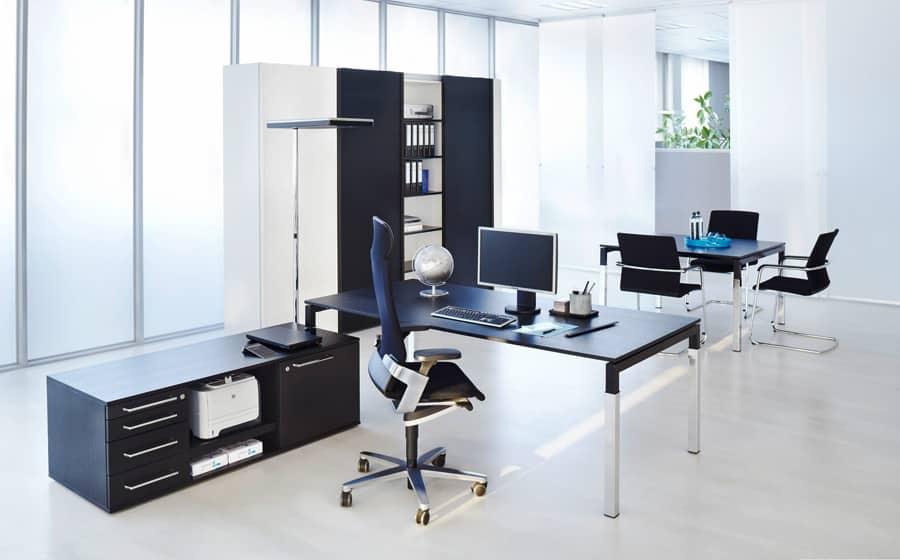Kantoorinrichting met Serie U4 als management meubilair