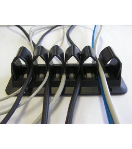 Eenvoudige manier om kabels weg te werken onder het tafelblad