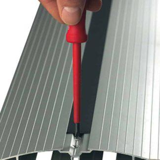 vloergoot bevestiging - kan aan de vloer geschroefd of gelijmd worden.