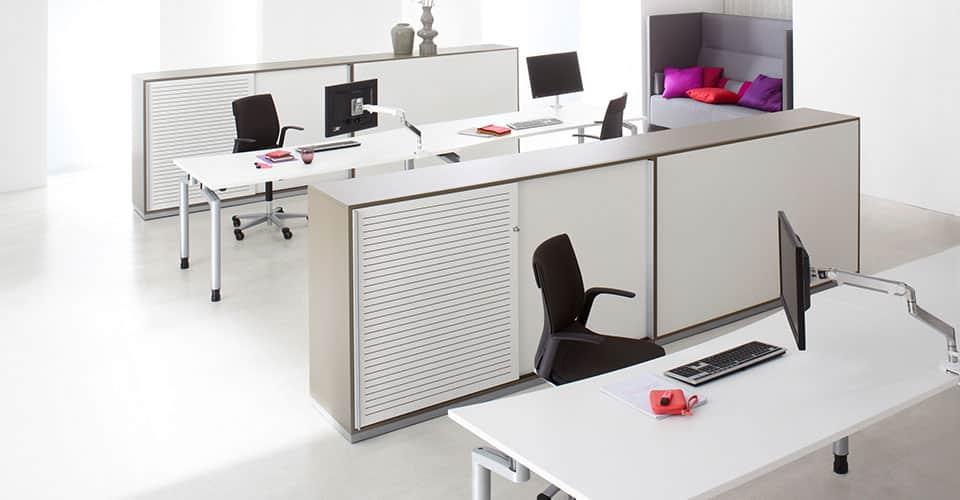 Serie M kantoorinrichting met schuifdeurkasten