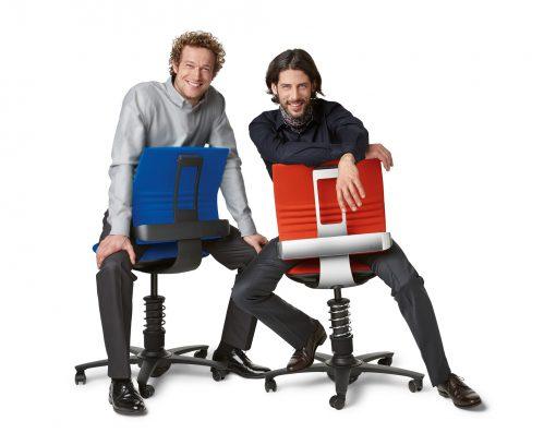 3Dee bureaustoel in standaard zwarte en optionele gepolijst aluminium uitvoering. Tevens kan een gepolijst voetenkruis gekozen worden.