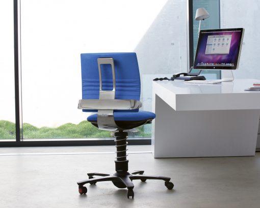 3Dee bureaustoel van Aeris met als extra gepolijst aluminium rugdelen.