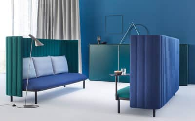Kantoormeubilair van ophelis met model sum met hoge Paravento wanden.