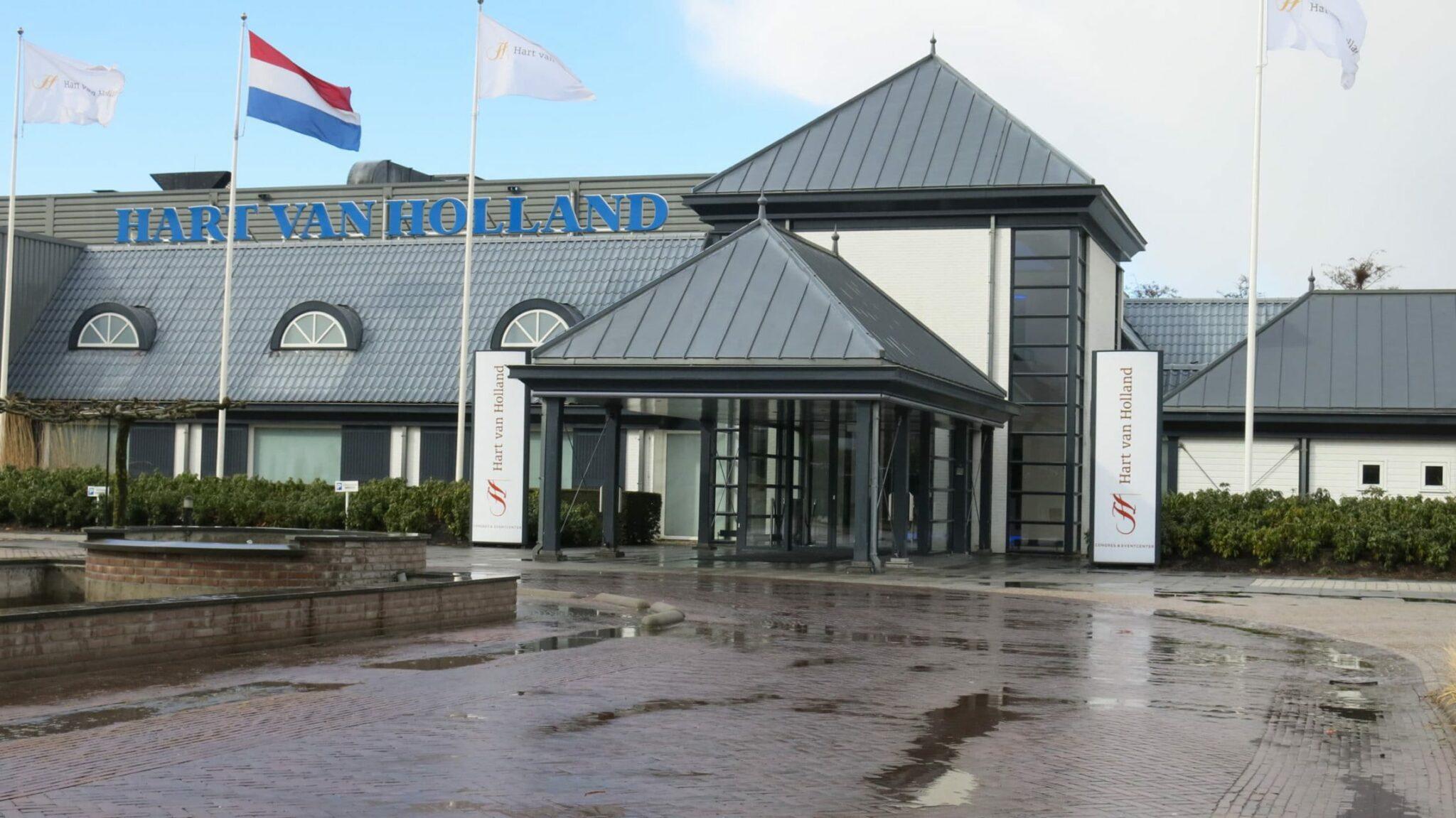 Hart van Holland te Nijkerk koopt 800 Casala Monolink zaalstoelen bij Boom Kantoorprojecten