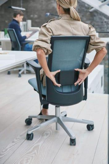 Optioneel kan de HÅG Futu bureaustoel in Mesh uitvoering voorzien worden van een lendensteun.