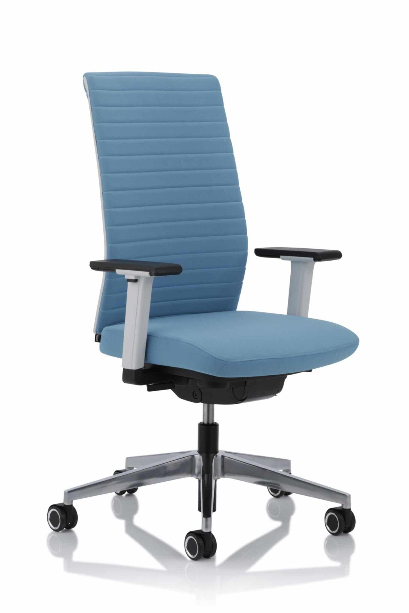 Kohl Tempeo Wave bureaustoel in de optionele gepolijst aluminium voetenkruis.